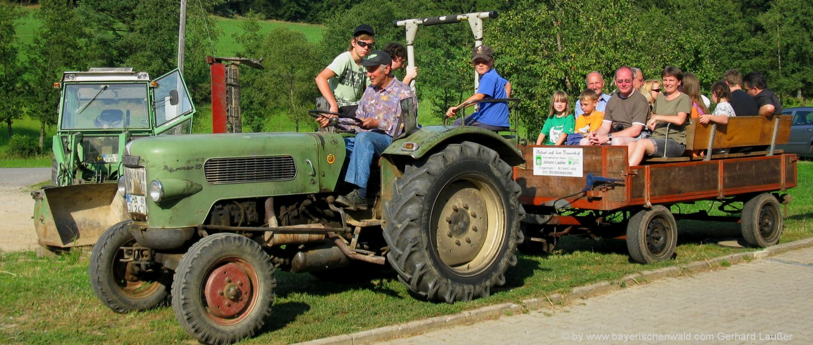 Bauernhofurlaub Bayerischer Wald mit Traktor fahren